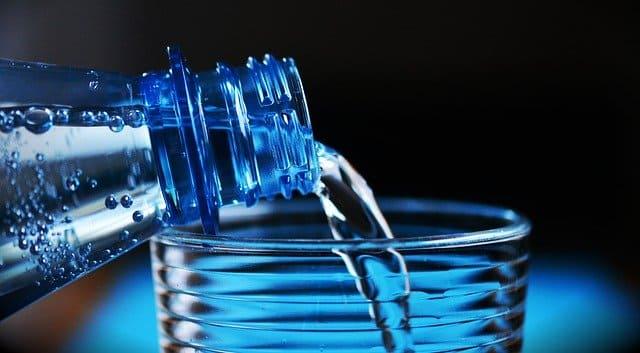 Purificación de agua con tubo UV